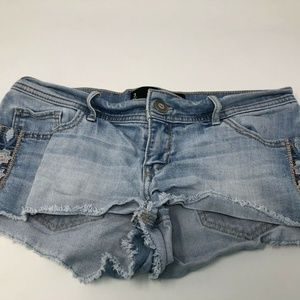 hollister low rise short shorts embroidery 26